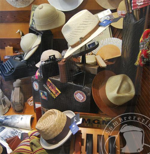 escaparate de sombrereria albinana
